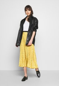 Closet - PLEATED SKIRT - A-line skjørt - mustard - 1