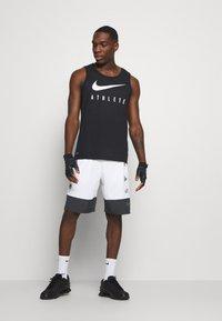 Nike Performance - SHORT - Korte broeken - white - 1