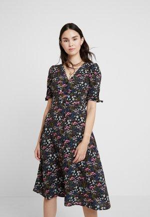 FLORAL BUTTON THROUGH MIDI DRESS - Košilové šaty - multi coloured