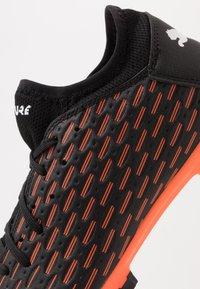 Puma - FUTURE 6.4 FG/AG - Voetbalschoenen met kunststof noppen - black/white/orange - 5
