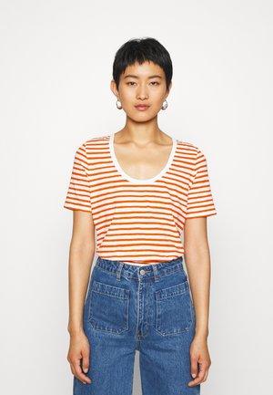 SHORT SLEEVE ROUND NECK - T-shirts med print - multi/sunbaked orange