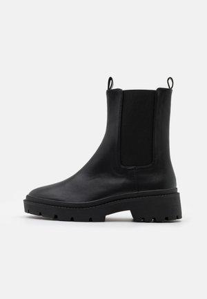 HIGH CHELSEA BOOT - Kotníkové boty na platformě - black
