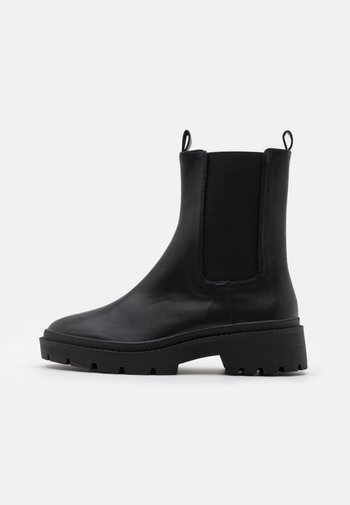 HIGH CHELSEA BOOT
