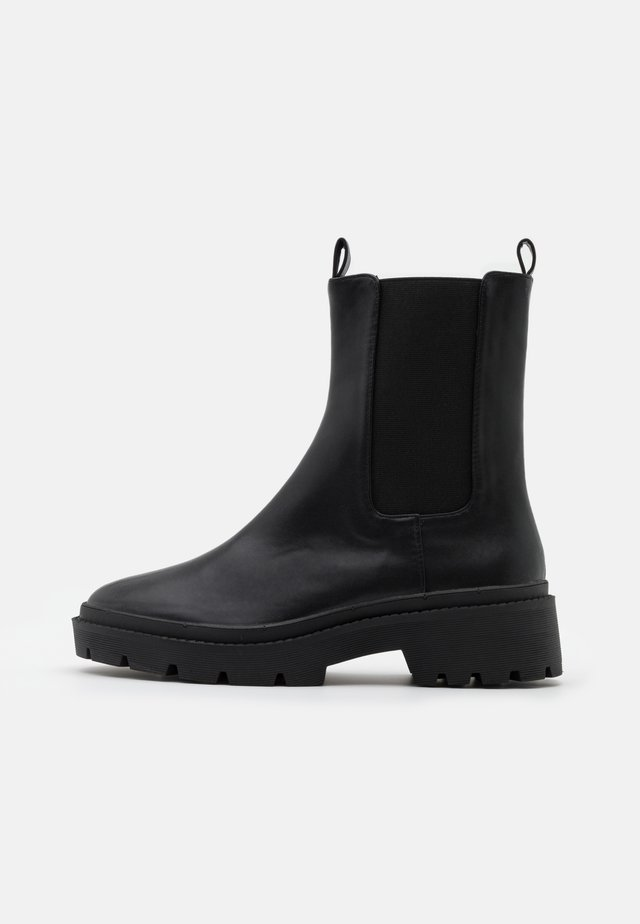 HIGH CHELSEA BOOT - Stivaletti con plateau - black