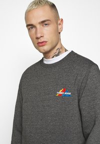 Tommy Jeans - MOUNTAIN GRAPHIC CREW - Sweatshirt - black heather - 3