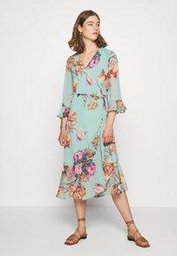 YAS - YASMALLA 3/4 DRESS SHOW - Kjole - light green - 0