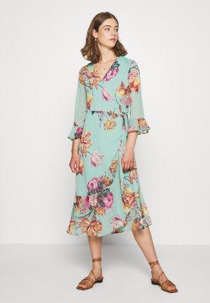YASMALLA 3/4 DRESS SHOW - Kjole - light green