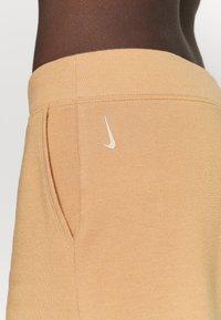 Nike Performance - OFF MAT CROP PANT - Tracksuit bottoms - praline/shimmer - 4