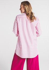 Eterna - MODERN CLASSIC - Button-down blouse - pink/weiss - 1