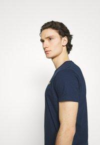 REVOLUTION - REGULAR - Basic T-shirt - navy melange - 3