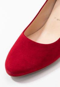 Peter Kaiser Wide Fit - WIDE FIT WINA - Classic heels - lipstick - 2