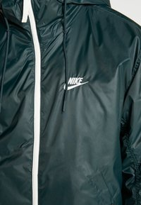 Nike Sportswear - M NSW HE WR JKT HD REV INSLTD - Light jacket - seaweed/sail/thermal green - 7