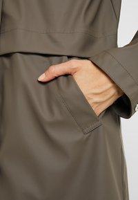 Vero Moda Tall - VMFRIDAY NEW COATED - Waterproof jacket - bungee - 5