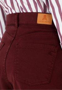 Scalpers - Flared Jeans - burgundy - 5