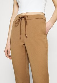 ONLY - ONLREGIE STRING SMOCK PANT - Joggebukse - toasted coconut - 4