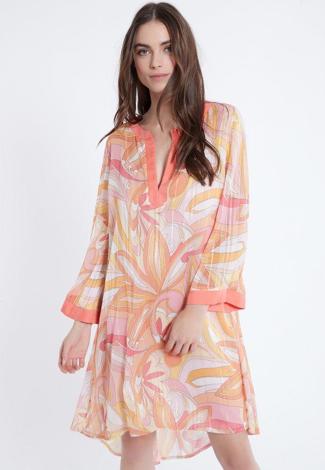 ARELE - Korte jurk - orange