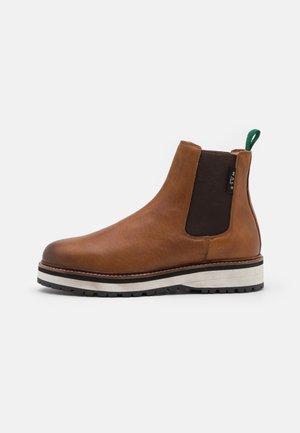 CONNERY CHELSEA - Kotníkové boty - tan/dark green