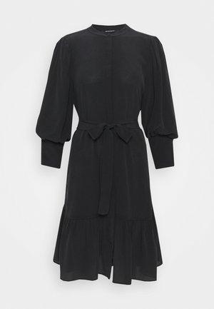 LILLIE DAISY DRESS - Robe chemise - black