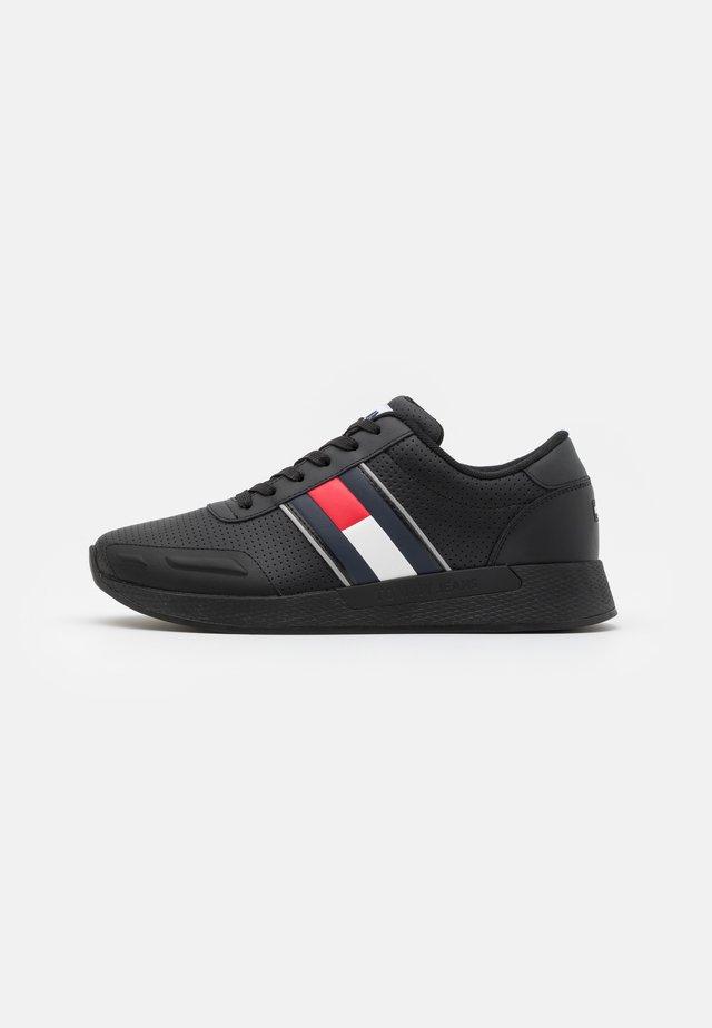 CHUNKY TECH RUNNER - Sneakersy niskie - black