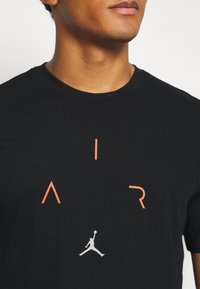 Jordan - AIR CREW - Triko spotiskem - black/infrared - 5