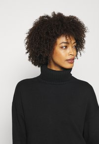 GAP - CROP OVERSIZED TNECK - Jumper - true black - 4