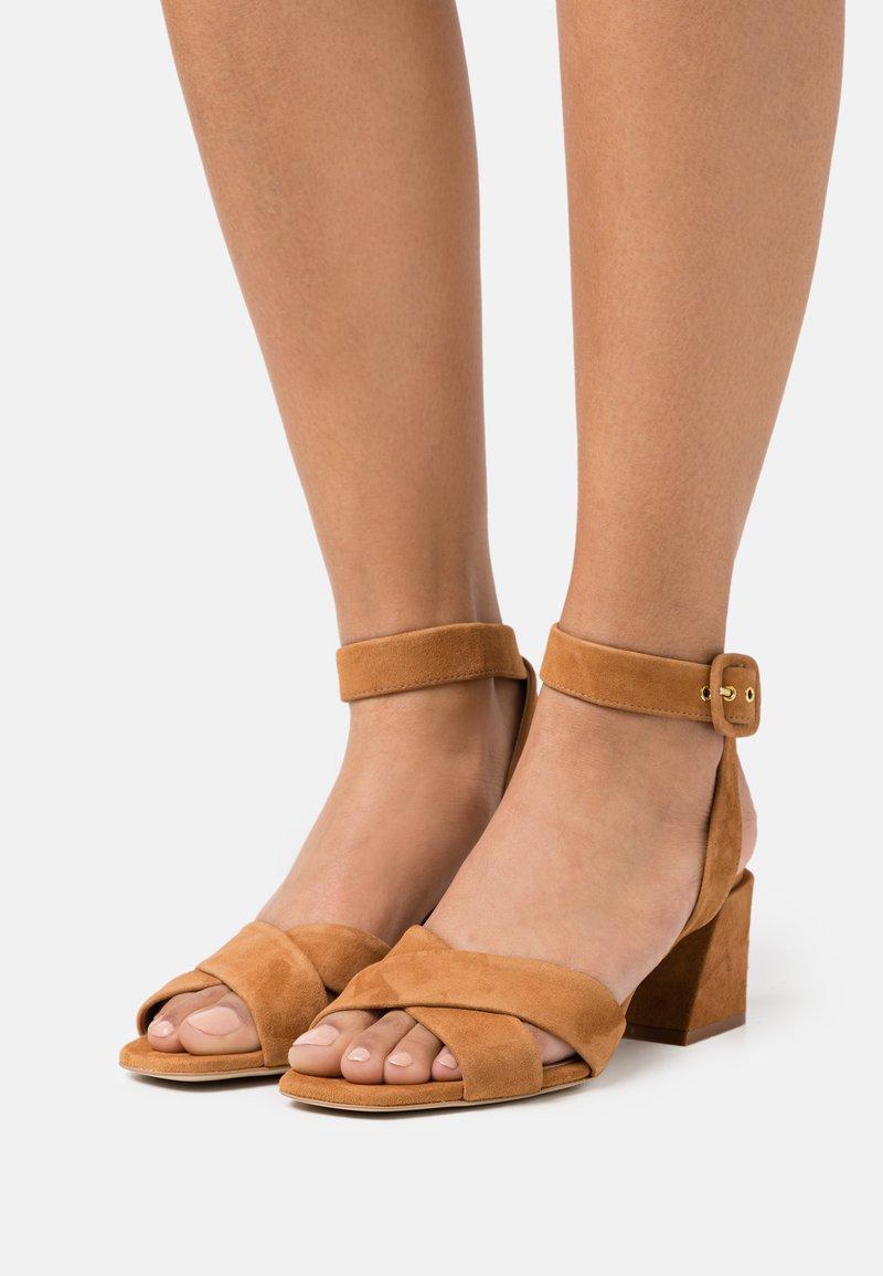 Furla - Sandały - miele