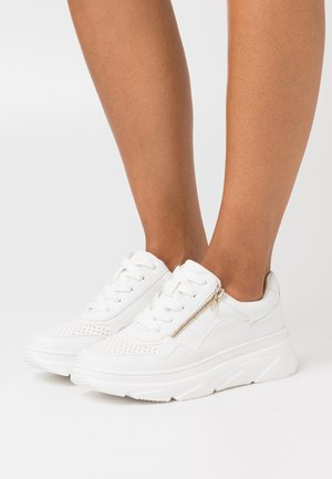 TRAKER - Trainers - white