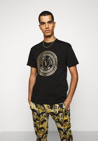 Versace Jeans Couture - MOUSE - T-shirt con stampa - black - 0