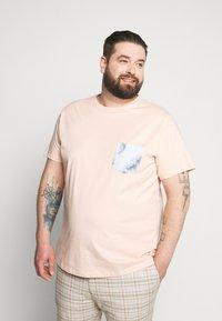 Blend - Basic T-shirt - evening sand - 0