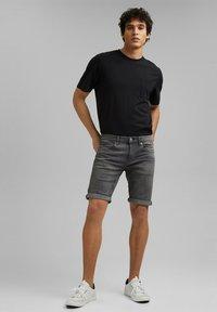 edc by Esprit - Short en jean - grey medium washed - 3