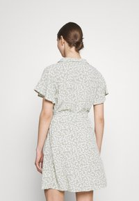 Nly by Nelly - EVERYDAY DRESS - Shirt dress - green floral - 2