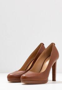 MICHAEL Michael Kors - ETHEL - High heels - luggage - 4
