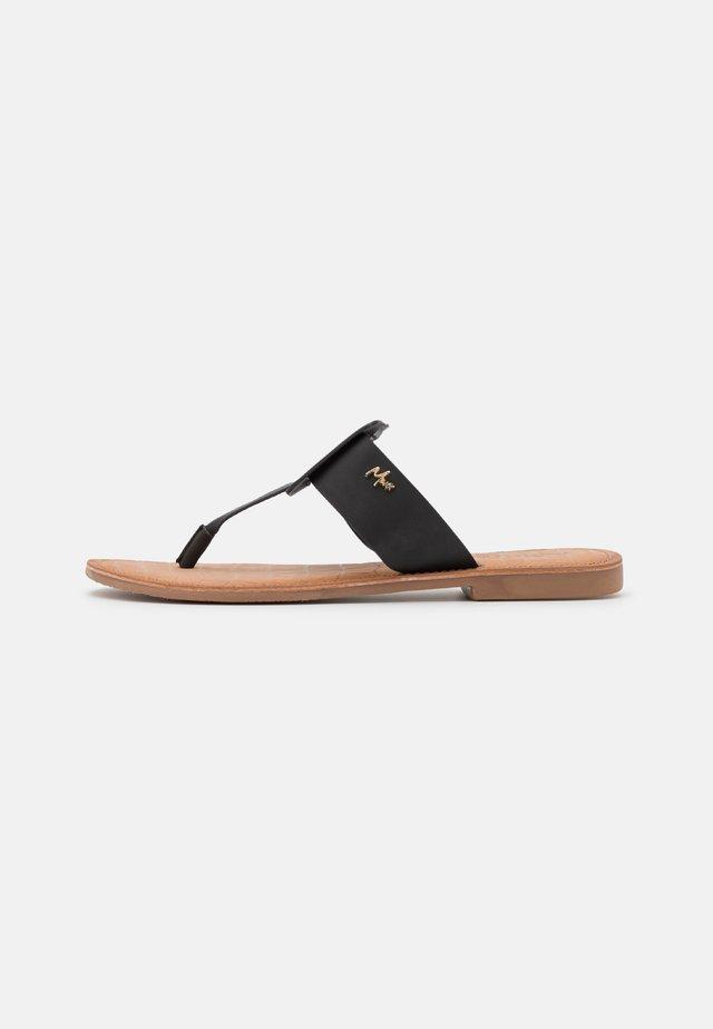GAVIA - Sandály s odděleným palcem - black