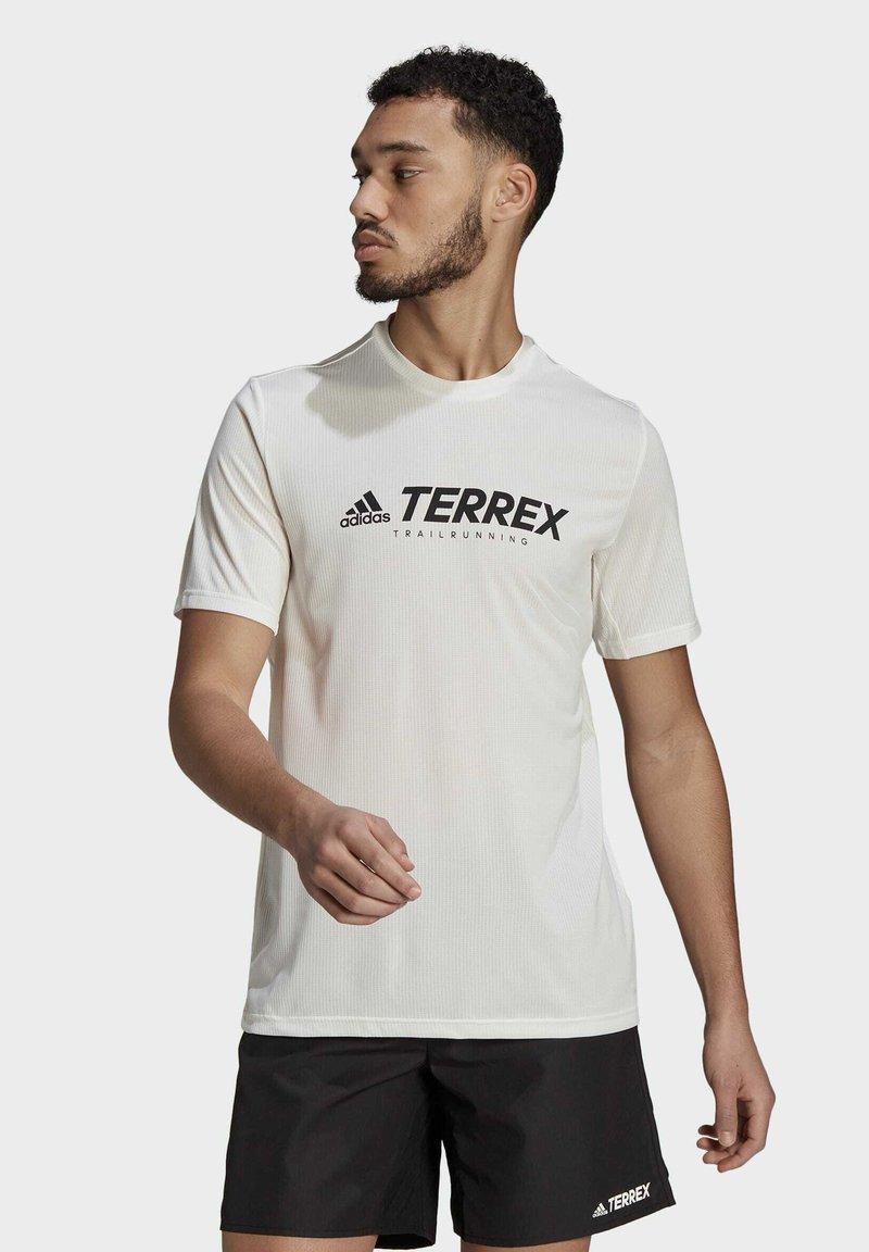 adidas Performance - TERREX PRIMEBLUE TRAIL FUNCTIONAL LOGO T-SHIRT - Printtipaita - white