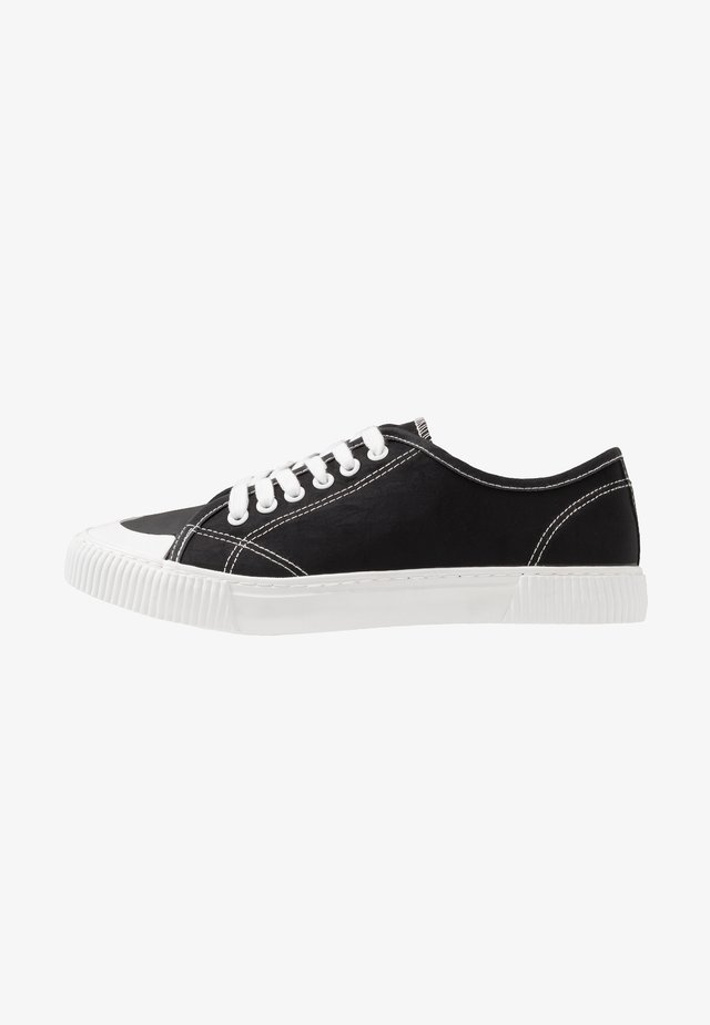 LACCA RETRO SKATE SHOE - Joggesko - black/white