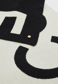 Coccinelle - MAXI LOGO SCARF - Scarf - noir/lamb white - 2
