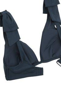 OYSHO - NECKHOLDER-BIKINIOBERTEIL MIT SCHLEIFEN 30704333 - Bikini top - dark blue - 6