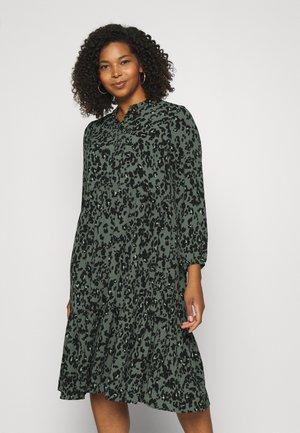 VMSAGA 7/8 CALF PEPLUM DRESS - Hverdagskjoler - laurel wreath