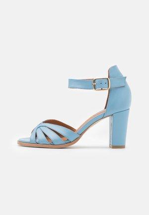 GILLIAN  - Sandaalit nilkkaremmillä - sky blue
