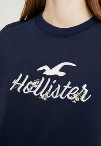 Hollister Co. - OVER LOGO CREW - Mikina - navy - 5