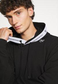 Calvin Klein Jeans - TAPE HOODIE - Sweatshirt - black - 3