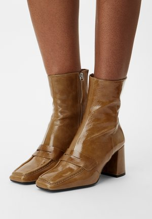 Classic ankle boots - legno