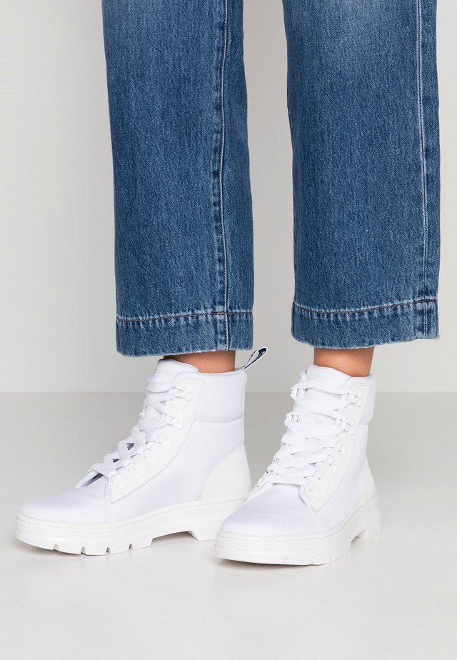 COMBS - Bottines à plateau - white
