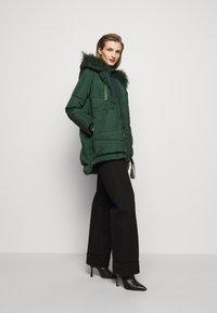 MAX&Co. - MUGHETTO - Kabát zprachového peří - green - 1