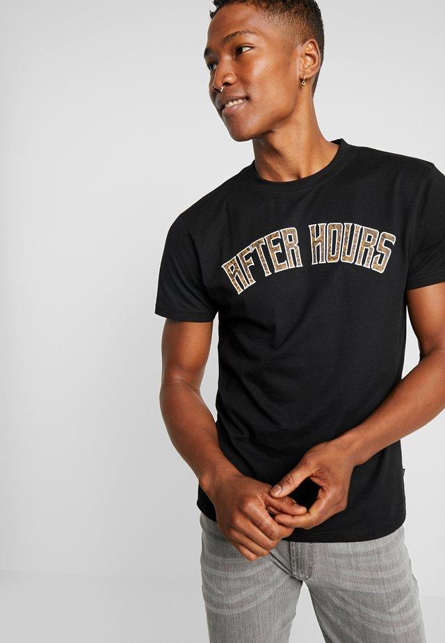 DOWNEY - T-shirt med print - black
