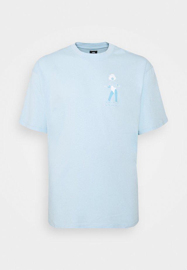 LAYING MODEL - T-shirts med print - cereluan