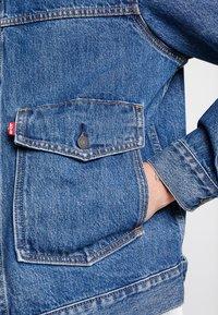 Levi's® - PATCH POCKET TRUCKER - Denim jacket - blue denim - 5