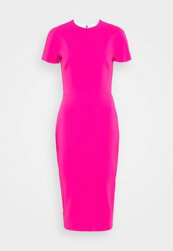 Pouzdrové šaty - fuchsia
