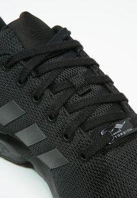 adidas Originals - ZX FLUX - Trainers - schwarz - 5
