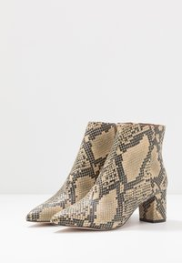 Kurt Geiger London - BURLINGTON - Ankle boots - beige - 4